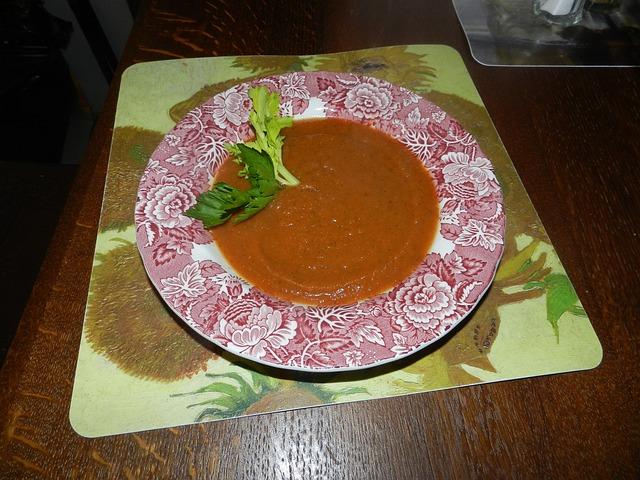 Hustá polévka jakoby rajská